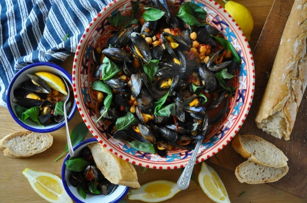 Spicy Mussels with chickpeas and tomatoesy